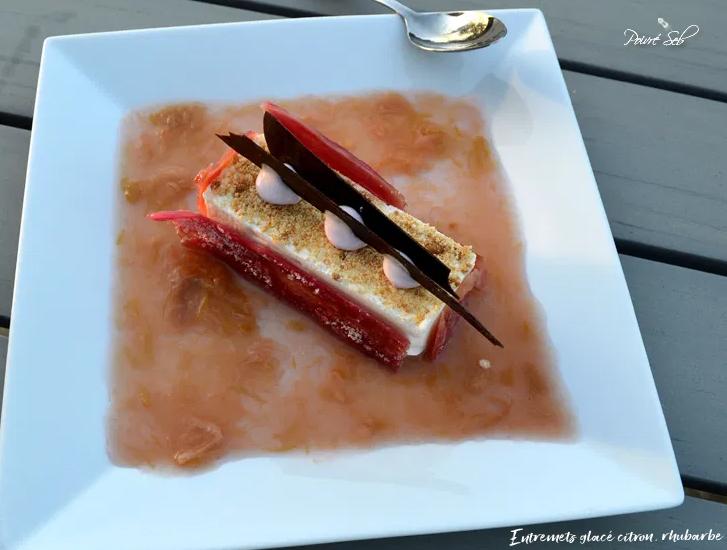 Poivré Seb – Entremets glacé rhubarbe citron et son coulis acidulé
